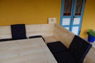 Gartenmöbel am Grillplatz