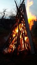 Osterfeuer im Garten