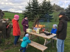 Osterfeuer mit Gästen