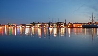 Rostock bei Nacht