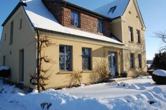 Haus auf der Spukwiese im Winter
