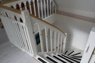 Treppe von der Galerie